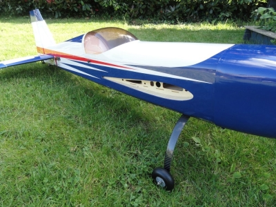 Avion East Rc Model Extra 330SC 76 35cc blanc-bleu ARF 1.93m